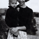 Arizona Muse with her son