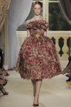 giambattista-valli-fall-2012-couture-runway-12_202110106411