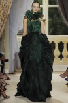 giambattista-valli-fall-2012-couture-runway-19_202120744374